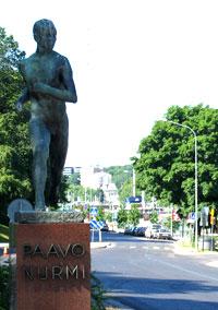 Paavo Nurmen patsas Itäisellä Rantakadulla